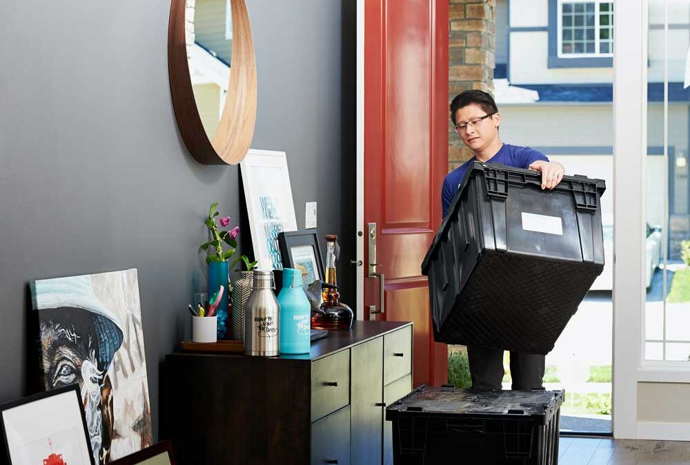 Professional Movers vs DIY: 5 Reasons Why You Should Go With the Pros